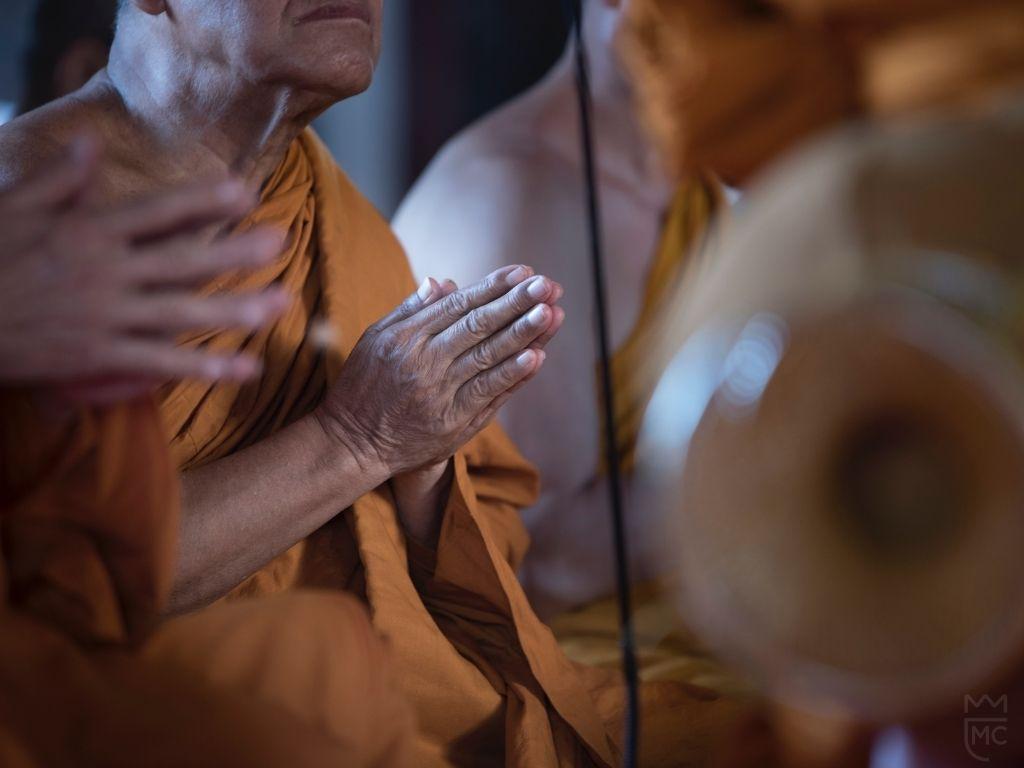 Presentation Lee McKing and praying monks